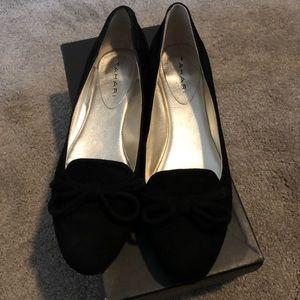 Tahari Harlow black suede shoe 7.5